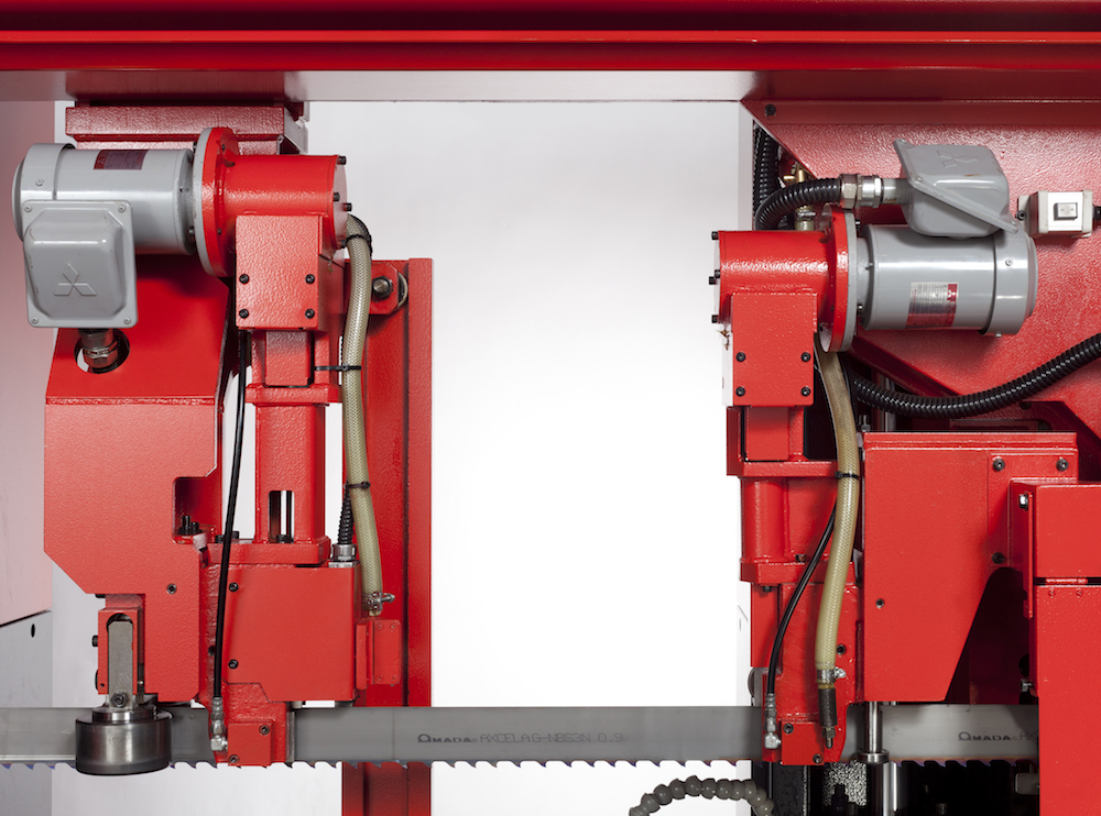 Pulse bandsaw mechanism for faster quieter cutting